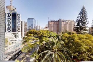 Apartamento de 191m2 com três dormitórios, sendo uma suíte com uma vaga de garagem na avenida Paulista com potencial de reforma