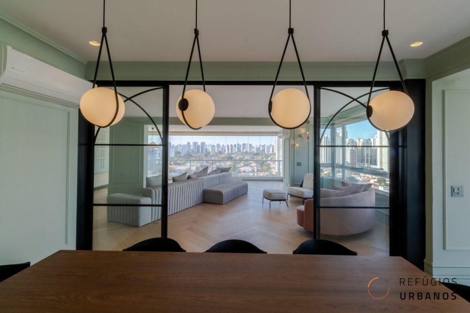 Brooklin, 225m², 3 suítes, varandas integradas, reforma incrível, cozinha aberta com churrasqueira. Vista livre. 4 vgs. Ótima localização.