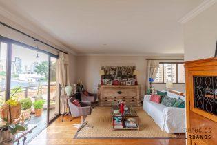 Vila Olímpia, apartamento com 156 m2, 3 quartos/2 suítes. Sala generosa. Uma varanda com super vista. 2 vagas. Ótima localização.