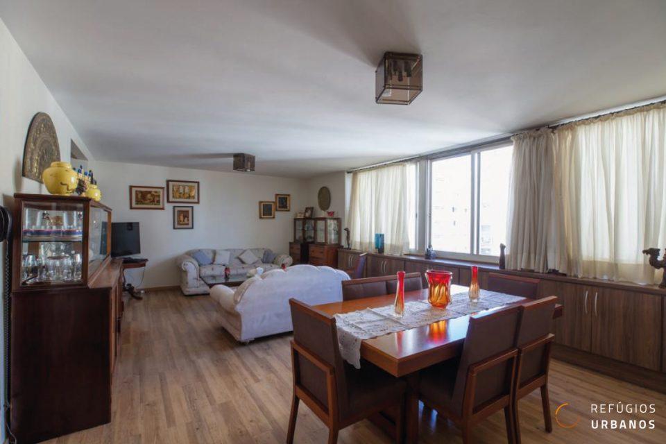 Apartamento no bairro de Santa Cecilia com 142 m2 , ampla sala, 3 quartos sendo 1 suíte, 1 vaga em rua tranquila, residencial e arborizada