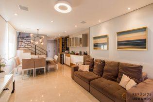 Vila Olímpia, duplex com 156 m2, 3 suítes, todo reformado, varanda integrada com super vista. Andar alto. 2 vagas. Prédio com lazer.