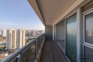 CHÁCARA SANTO ANTONIO, studio com 54 m2 de área privativa e varandão com super vista. Lavabo. Prédio com lazer completo. 1 vaga.