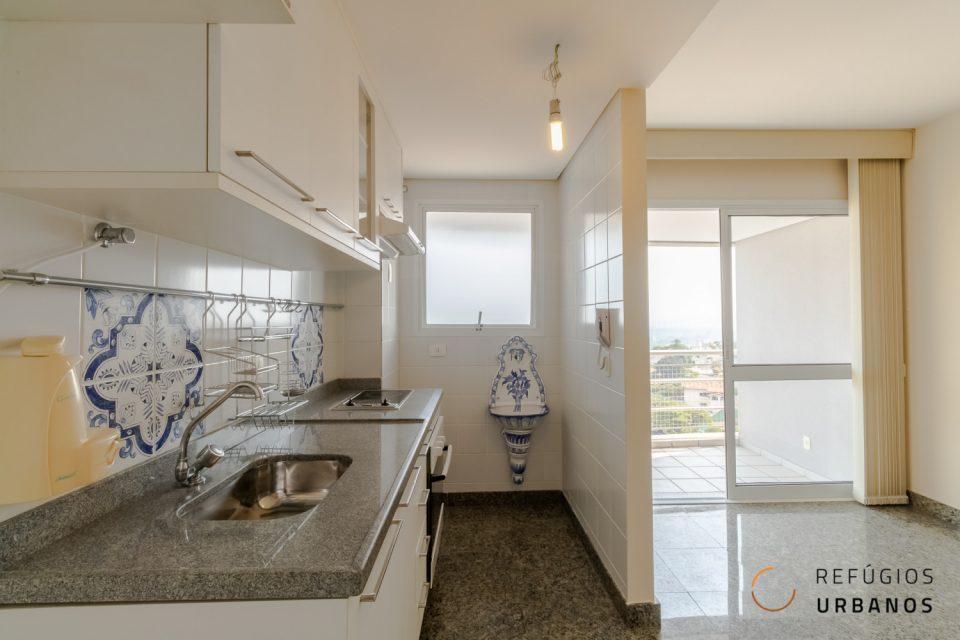 Duplex de 60m² com uma suíte, cozinha integrada, duas vagas e duas varandas com vista livre para a Vila Madalena, a 700m do Metrô linha verde