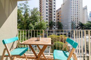 Vila Olímpia, apartamento charmoso com 50 m2, 2 quartos, varanda. 1 vaga. Prédio com piscina e churrasqueira na cobertura.