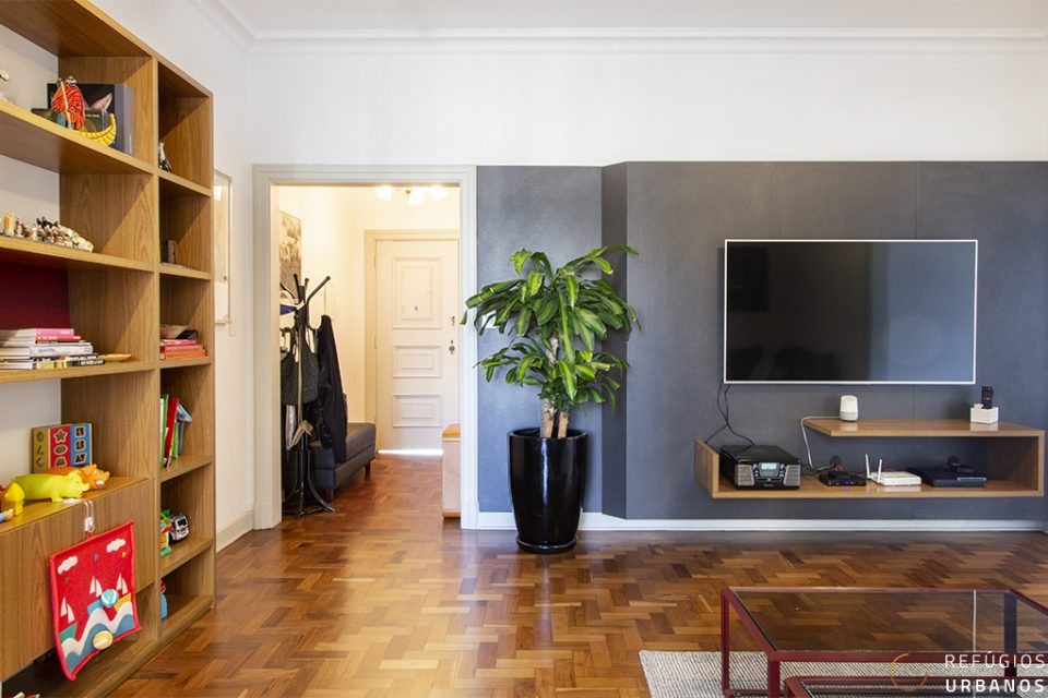 Apartamento na Av. São Luis, 194m2, reformado, sofisticado, varanda em andar alto, 3 quartos, sendo uma suite, no icônico Ed. Santa Virgilia.