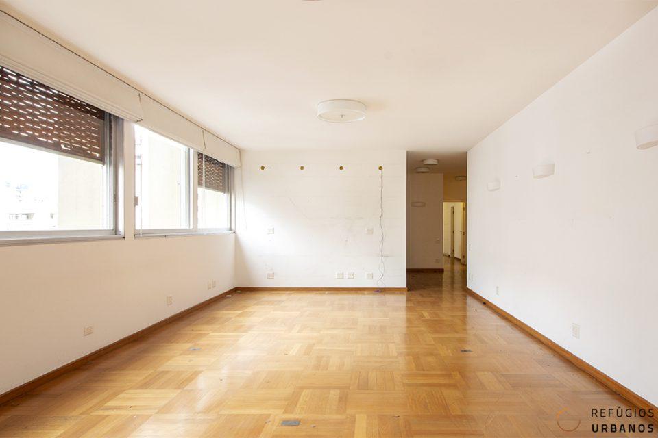 Apartamento em Higienopolis, andar alto, com 299m2, 3 suítes e 3 vagas na deliciosa rua Itacolomi em prédio assinado por Botti e Rubin.