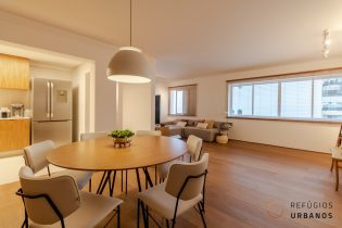 Moema Pássaros, apartamento com 113 m2, cozinha americana, 2 suítes, lavabo, 1 vaga. Reformado lindamente, pronto para morar.