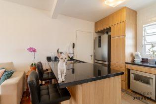 Vila Olímpia, charmoso apartamento com 77m2, 02 quartos, sendo 1 suíte, cozinha americana, 1 vaga. Em localização especial.