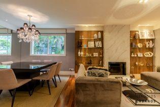 Brooklin, lindo apartamento com 198m2, super varanda. 4 quartos/2 suítes, salas amplas, lareira. Prédio com lazer. 3 vagas.