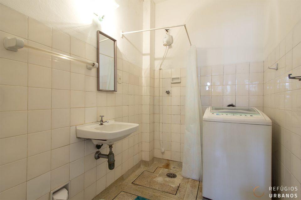 Studio com banheiro grande no Copan