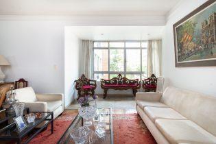 Jardim América: apartamento com sacada para deixar do seu jeito!