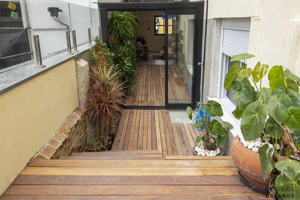Reformado e com terraço ao lado da Avanhandava, 182 m² de área total e 22 m² externos, 2 dormitórios, sendo 1 suíte e living para 5 ambientes.