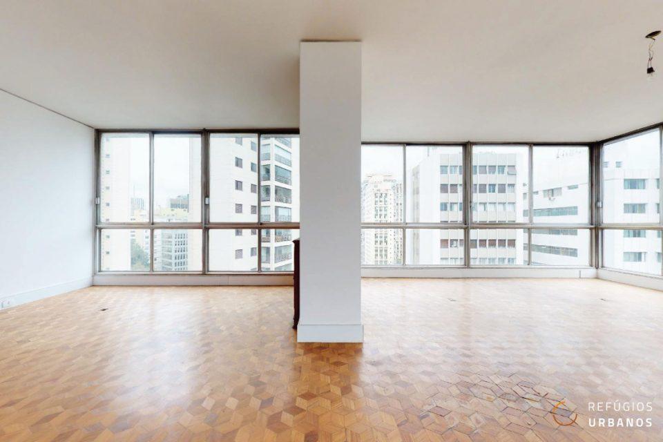 Apartamento de 284m² na Bela vista, com quatro dormitórios, sendo duas suítes, e amplas janelas em todos os ambientes.